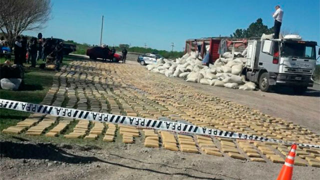 Hallan casi 3.500 kilos de marihuana oculta entre bolsas de yerba mate