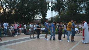 Los estudiantes oraron por las víctimas de las catástrofes naturales