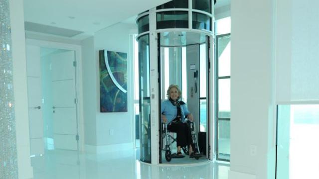 Un elevador para sillas de ruedas fabricado en ER