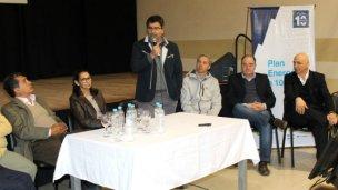 Firmaron el contrato de la línea de alta tensión que unirá San José y Villa Elisa