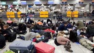 Caos en varios aeropuertos por una caída del sistema