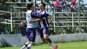 Atlético goleó en Viale