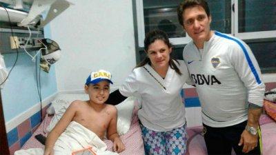 En su visita a Entre Ríos, el DT de Boca estuvo con los niños en el hospital