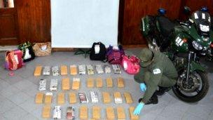 Trasladaban 41 ladrillos de marihuana por la Autovía 14