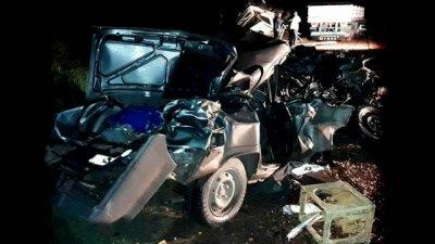 Su auto quedó reducido a chatarra y él sobrevivió de milagro
