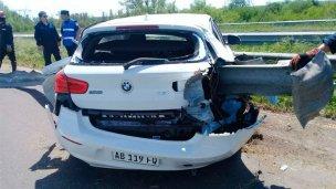 Ruta 12: perdió el control, chocó y el guardarrail atravesó el auto
