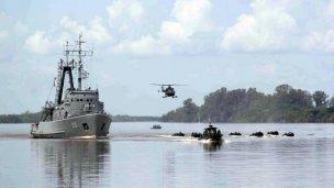 Militares en alerta en el Río Uruguay