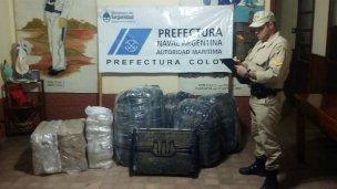 Dos detenidos con mercadería ilegal