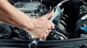 Cuatro talleres pugnan por reparar los vehículos oficiales