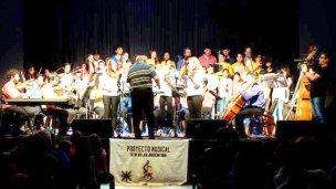 Con folclore latinoamericano, Expresión Orquesta bajó el telón