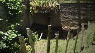 Un cráter en el jardín y un expediente que cumple un año sin respuestas