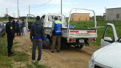 Frenaron su raid delictivo, cuando escapaba en un camión robado