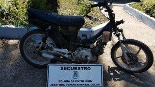 Tenía en su poder una moto robada