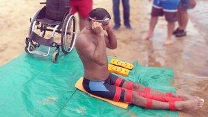 Es parapléjico y viajó a Colón para cruzar el río a nado