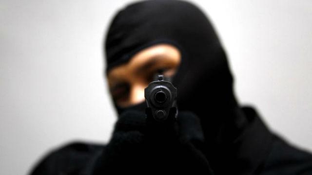 Armados y encapuchados, asaltaron a matrimonio en su casa - Noticias -  Elentrerios.com