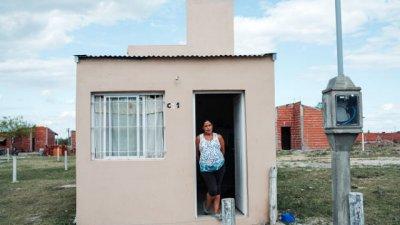 Soñaba con la casa propia, aprendió albañilería y la construyó