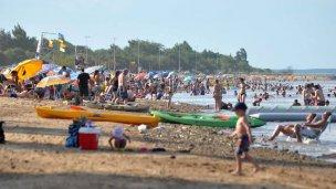 Miles de turistas ya disfrutan de las playas