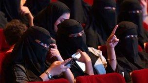 Tras 35 años de prohibición, tendrán cines en el país