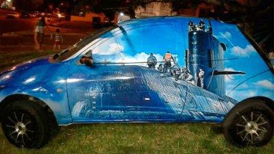 Los 44 tripulantes del submarino, homenajeados en un auto de rally