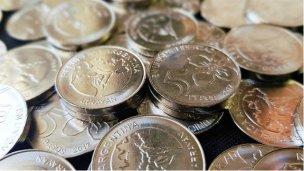 Las nuevas monedas de 1 y 5 pesos circularán desde la semana que viene