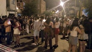 Enojo de vecinos por una improvisada fiesta en la calle