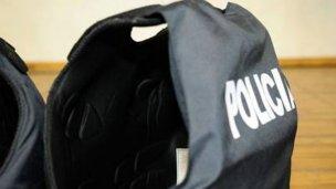 Allanamientos por robo a un policía