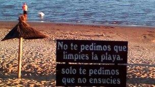 """Es """"irresponsable no actuar"""" cuando hay coliformes en la playa"""