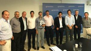 El sector forestal apunta a sacar la producción por el río Uruguay