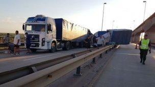 Cómo fue el triple choque de camiones en Brazo Largo - Zárate