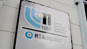 """Trabajadores de LT 11 denuncian """"vaciamiento de la Radio Pública"""""""