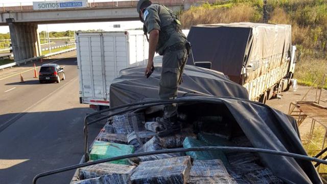 Incautaron 3.000 kilos de marihuana que era transportada en un camión brasileño