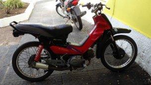Gracias a la participación de un vecino, la Policía recuperó una moto
