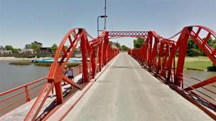 Rescataron a una mujer que se arrojó al río desde un puente
