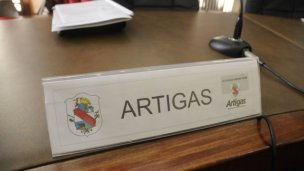 La movida contra el nepotismo cruzó el río Uruguay