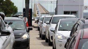 Hubo filas de 10 km para cruzar al Uruguay