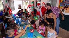 Papa Noel recorrió las sedes barriales